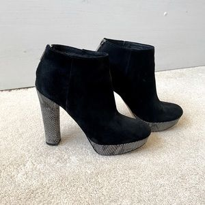 **MICHAEL KORS ANKLE BOOTS**